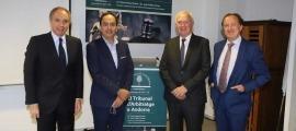 El president de l'EFA, Francesc Mora, i el secretari tècnic, Joan Tomàs, amb els responsables del TAPA, Pierre Raoul-Duval i Juan Pablo Correa.