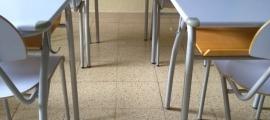 Una aula buida al col·legi Sant Ermengol.
