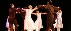 La formació encampadana estrena una nova coreografia, 'Folk'.