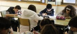 Alumnes en una aula en una imatge d'arxiu.