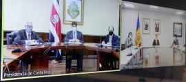 Un moment de la trobada telemàtica entre Xavier Espot i Carlos Alvarado.