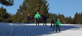 Practicants d'esquí de fons a Naturland.
