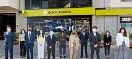 Els joves que han iniciat les estades formatives a Crèdit Andorrà.