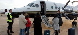 Pla general dels passatgers del vol entre Madrid i La Seu d'Urgell quan van aterrar al Girona-Costa Brava el 9 de març