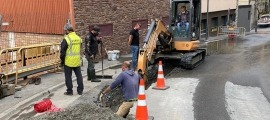 Els tècnics treballant a la fuita d'aigua d'Encamp.