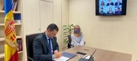 El ministre de Presidència, Economia i Empresa, Jordi Gallardo, durant la signatura