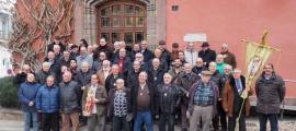 Germans de Sant Sebastià, al gener davant de l'ajuntament de la Seu.