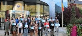 Els guanyadors, després de rebre els premis, amb la cònsol major, Laura Mas i el conseller d'Higiene, Medi Ambient i Agricultura, Andreu Riba.