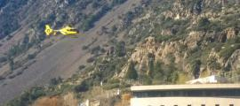 Un helicòpter prop de l'hospital de Nostra Senyora de Meritxell.