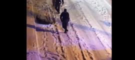 Captura del vídeo on es pot veure l'actuació de la policia.