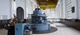 Sala de màquines de la central hidroelèctrica.