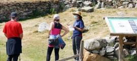 Una informadora turística l'estiu passat.