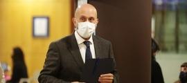 El ministre de Salut, Joan Martínez Benazet, moments abans de la roda de premsa d'aquest migdia.