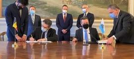 Jover i Gatti durant la signatura del CDI entre ambdós països.
