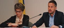 La presidenta del PS, Susanna Vela, i el president del grup parlamentari socialdemòicrata, Pere López.