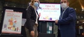El cònsol major de Sant Julià de Lòria, Josep Majoral, i l'alcaldessa d'Agramunt, Sílvia Fernández, moments posteriors a la presentació de la Fira de Santa Llúcia.