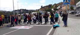 ADNORRADIFUSIÓ: Un grup de manifestants talla la N260 a la Seu d'Urgell