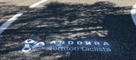 Un dels missatges que es poden veure a l'asfalt.