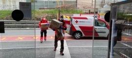 Moment de l'arribada de les mones a l'hospital.