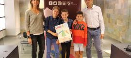 El guanyadors del concurs amb el cònsol major d'Ordino, Josep Àngel Mortés.