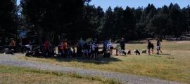 Visitants en una de les activitats al prat de Conangle.