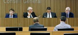Un moment de la compareixença del president de l'AREB, Albert Hinojosa, a la comissió legislativa de Finances i Pressupost d'ahir.