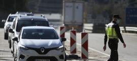 Vehicles a punt d'entrar al país per la frontera hispanoandorrana.