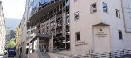 El departament de l'AMLiF té els despatxos a l'edifici de les Boïgues i la sala d'autòpsies i de neveres és de l'hospital.