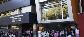 Les escoles del sistema educatiu andorrà han decidit de manera consensuada la introducció d'aquest punt al reglament.