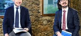 Un moment de la intervenció del cap de Govern, Xavier Espot, i el secretari d'Afers Europeus, Landry Riba, aquest dilluns.