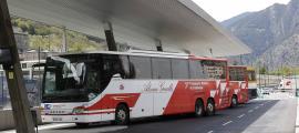 Les andanes de l'Estació Nacional d'Autobusos.