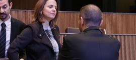 Després que dimecres passat la Confederació Empresarial Andorrana (CEA) demanés públicament una moratòria de tres mesos en l'aplicació del nou Codi de relacions laborals, unes quantes corredisses entre parlamentaris per trobar una solució –tenint en compte que cap de les 39 reserves d'esmena presentades al text incidia en la disposició final que en fixava l'entrada en vigor per l'1 de gener del 2019– van permetre trobar una fórmula per calmar el malestar de l'empresariat.