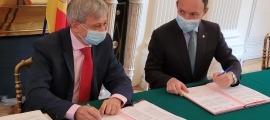 Étienne Guyot i Xavier Espot han signat una carta d'intencions de cara a un futur conveni de col·laboració en matèria sanitària.