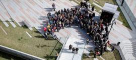 Concentració i lectura del manifest d'Acció Feminista a la plaça Lídia Armengol d'Andorra la Vella, ahir a la tarda.