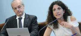 El ministre Carles Álvarez i la coordinadora de Recursos Sanitaris, Odile Sarroca, van presentar el nou reglament.