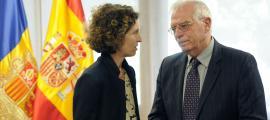 La ministra d'Afers Exteriors, Maria Ubach, amb el seu homòleg espanyol, Josep Borrell, després de la reunió de treball d'ahir.