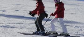 Esquiadors a l'estació de Pal.