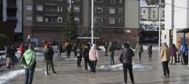 Els monitors d'EMAP a la plaça de les Fontetes, on van signar una carta per entregar a les cònsols de la Massana, fa 15 dies.