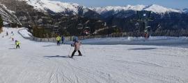 Esquiadors a les pistes d'esquí de Pal.