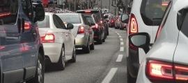Cotxes aturats en una retenció.