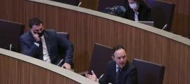 El cap de Govern, Xavier Espot, i el ministre de Presidència, Economia i Empresa, Jordi Gallardo, al Consell General.