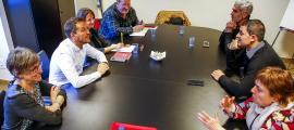 Un moment de la trobada entre els consellers generals electes del Partit Socialdemòcrata i de Liberals d'Andorra.