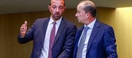 El ministre d'Ordenament Territorial, Jordi Torres, amb el titular de Justícia i Interior, Josep Maria Rossell, ahir al Consell General.