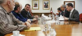 El Govern es va reunir dimarts amb els agents econòmics i els sindicats per presentar les mesures socials.