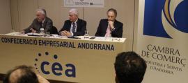 Miquel Armengol, Gerard Cadena i Francesc Mora en la compareixença conjunta d'ahir a la seu de la CEA.