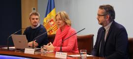 Jordi Olivé, Ester Fenoll i Jordi Torres van presentar la nova campanya d'acolliment familiar, ahir.