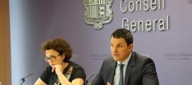 Judith Pallarés i Jordi Gallardo van presentar ahir la proposició de llei de la transparència i l'accés a la informació.