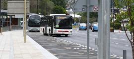 La parada d'autobús de davant l'ENA, inici i final de trajecte de les línies L2, L4, L5 i L6.