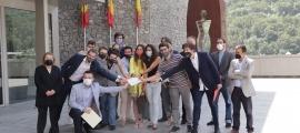 Els representants de les seccions joves de les diferents formacions celebren l'acord.