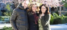 Roc Torres, Olga Martínez i Íngrid Ruiz ahir a la plaça del Arínsols.